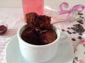 delicioso mug cake de chocolate en un minuto